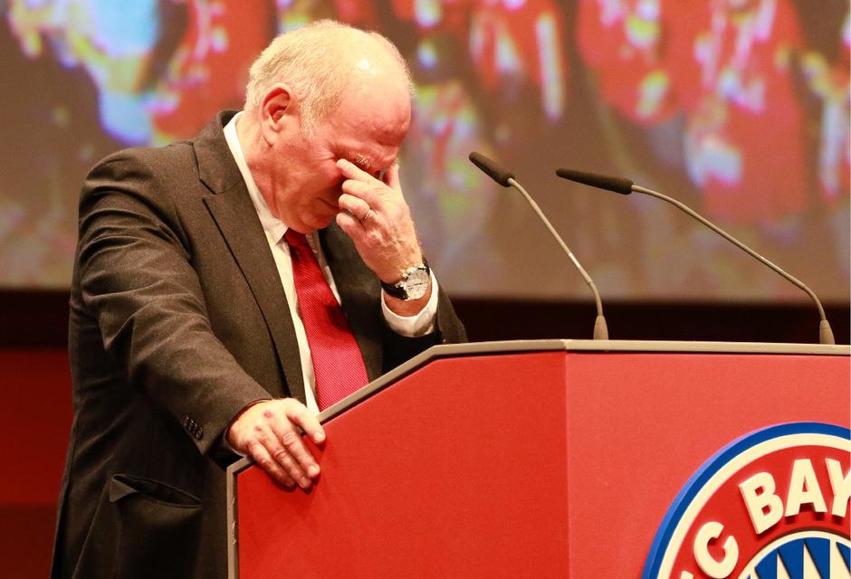 Immer wieder kämpfte Hoeneß während seiner Rede mit den Tränen.