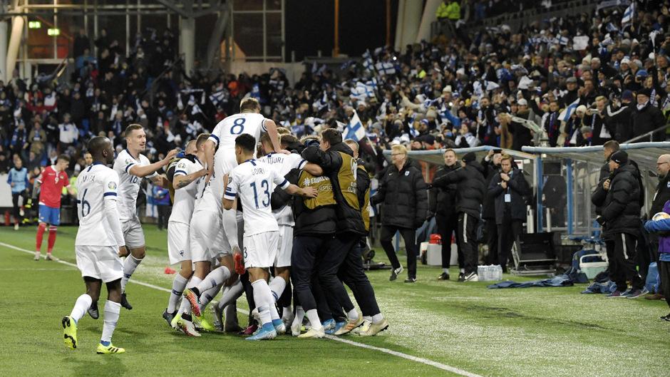 Die Finnen feierten den bisher größten Erfolg in der Geschichte der Fußball-Nationalmannschaft.
