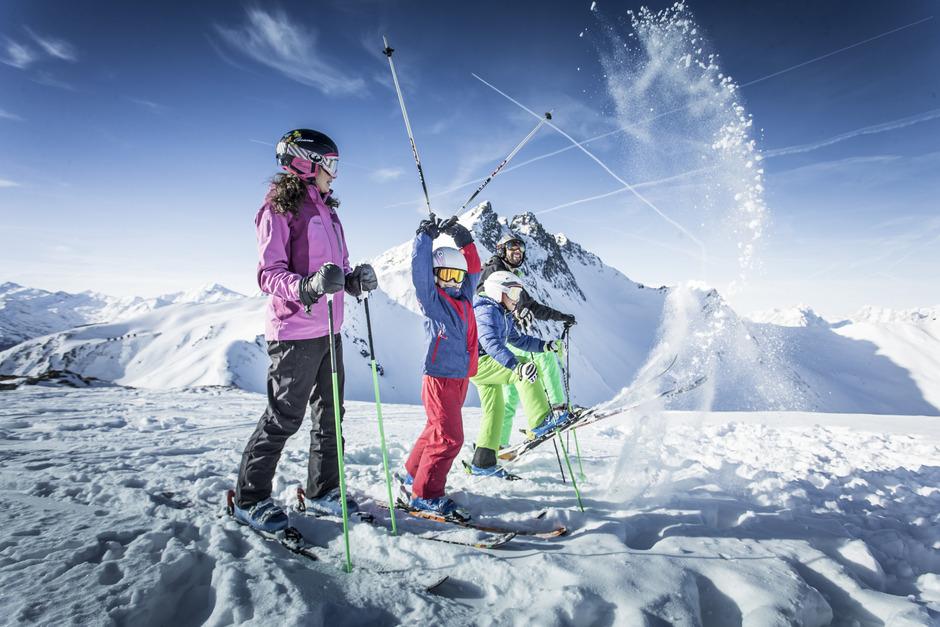 Skispaß am Spieljoch: Die beiden Bergbahnen gewähren bei der Fügen Card 10% Rabatt auf ihre Saisonkarte, die Therme gewährt 50%.