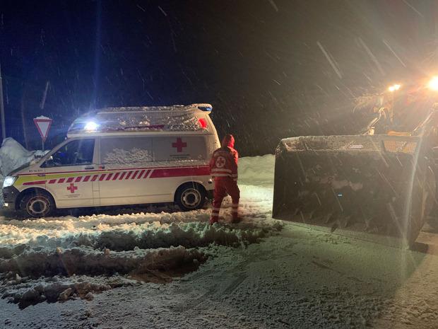 Einsatz im Schneegestöber in Sillian: Die Rot-Kreuz-Mitarbeiter waren rund um die Uhr im Einsatz und/oder in Bereitschaft.