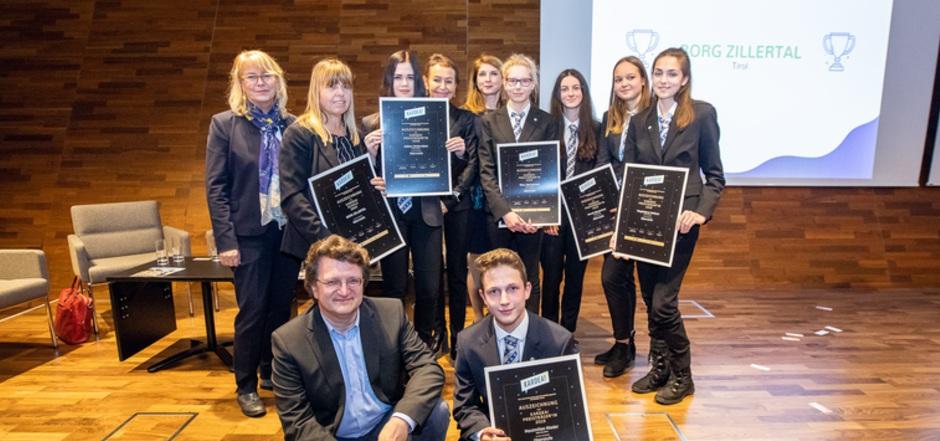 """Schülerinnen des BORG Zillertal überzeugten die Fachjury und gewannen den Preis für Finanzkompetenz.<span class=""""TT11_Fotohinweis"""">Foto: Riesinger</span>"""