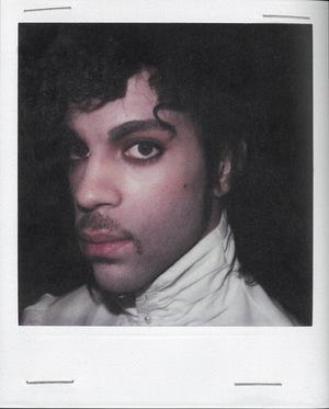 """Im Look von """"Purple Rain"""" in den 80ern."""