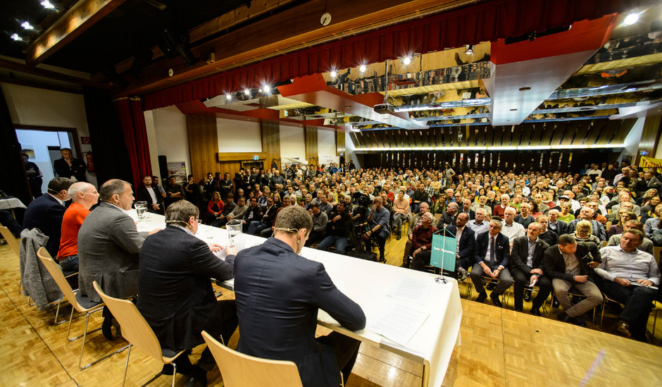 600 Interessierte besuchten das TT-Forum in Imst. VP-Klubchef Jakob Wolf, Gerd Estermann (Online-Petition), Jakob Falkner (Bergbahnen Sölden) und der grüne Klubchef Gebi Mair diskutierten mit TT-Chefredakteur Alois Vahrner.