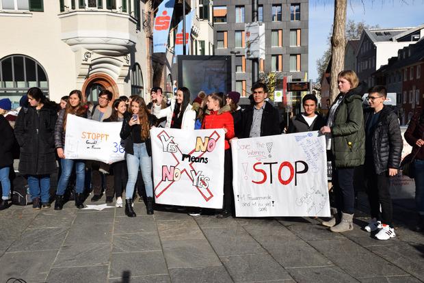 In Kufstein gingen am Montag zahlreiche Aktivisten auf die Straße.