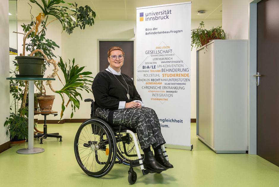 An der Universität Innsbruck berät Elisabeth Rieder Studenten mit Behinderung und setzt sich für sie ein. Nun beklagt sie, selbst diskriminiert worden zu sein.