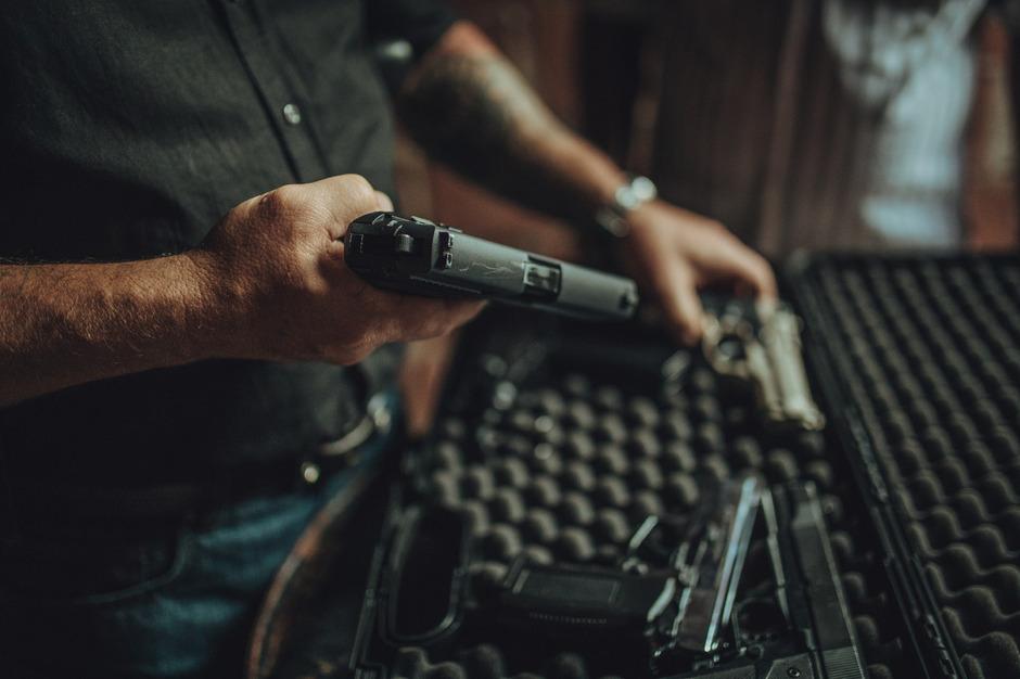 Die Tiroler besitzen (offiziell) über 22.000 Faustfeuer- und halbautomatische Waffen.