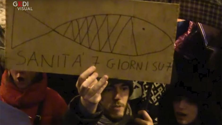 """Ein von der Zeitung """"La Repubblica"""" auf Youtube veröffentlichtes Video zeigt die friedliche Protestbewegung in Bologna."""