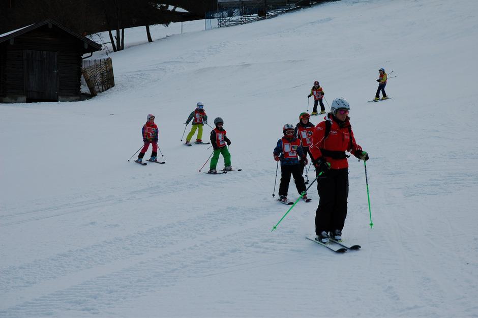 Zum nun bereits 16. Mal veranstaltete die Stadt Kitzbühel mit ihren Partnern den Gratis-Skikurs für Kitzbüheler Kinder.