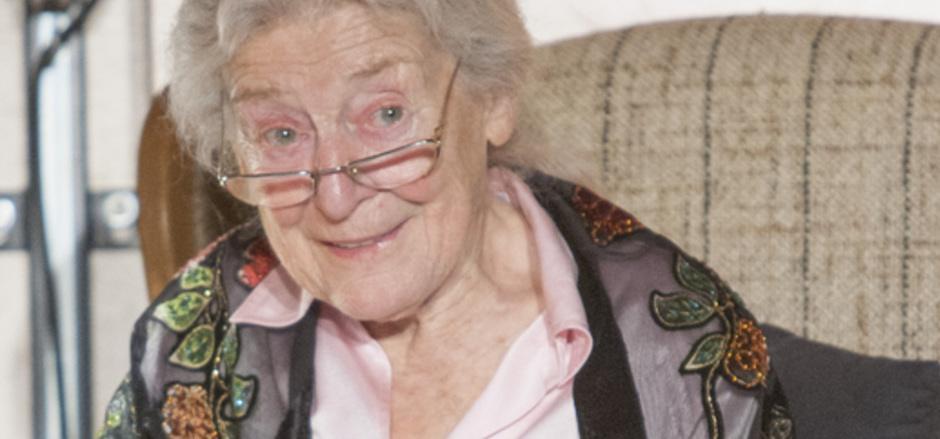 Julia Gschnitzer (87) liest am Samstag in der Aula der NMS Zell Texte von Arno Geiger, der Tuxerin Claudia Wisiol und Marlen Haushofer.
