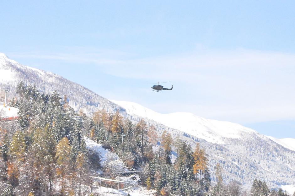 Wenn nicht ohnehin vor Ort, werden Bergretter auch per Hubschrauber eingeflogen.