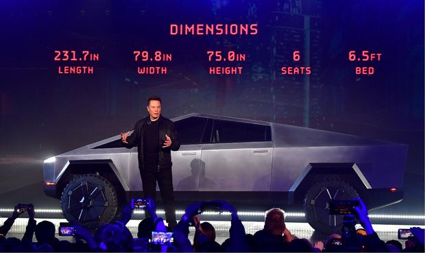 Tesla-Chef Elon Musk bei der Präsentation des neuen E-Pickups.