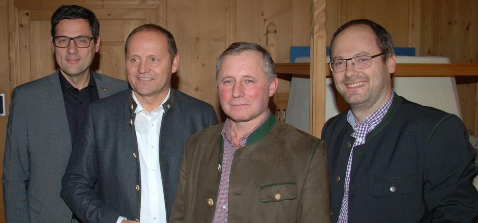 Peter Raggl, LHStv. Josef Geisler, Elmar Monz und Peter Frank (v.l.) informierten über Herausforderungen der Bauern im Bezirk Landeck.