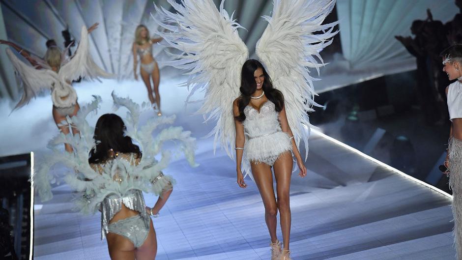 Seit 1995 schickte Victoria's Secret Models in aufwendigen Dessous über den Laufsteg.