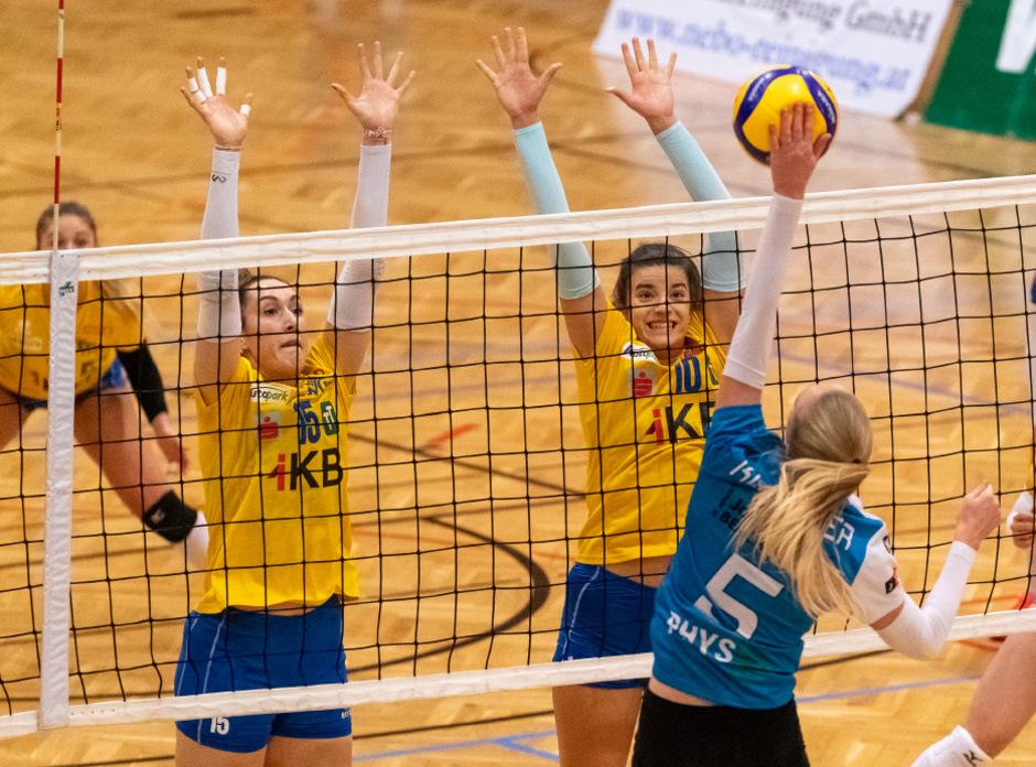 Kein Durchkommen: Der Block der VCT-Volleyballerinnen (gelb) hielt gegen den Stadtrivalen TI-essecaffè-volley.