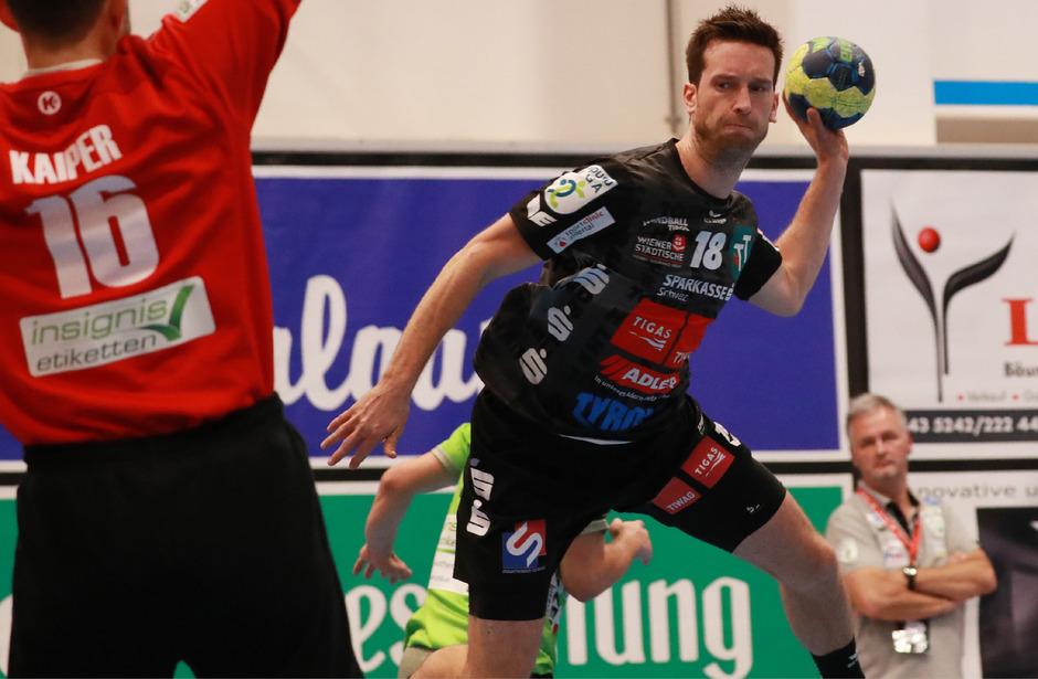 Sparkasse Schwaz Handball Tirol – mit Richard Wöss – belohnte sich beim Tabellendritten Ferlach mit zwei Punkten.