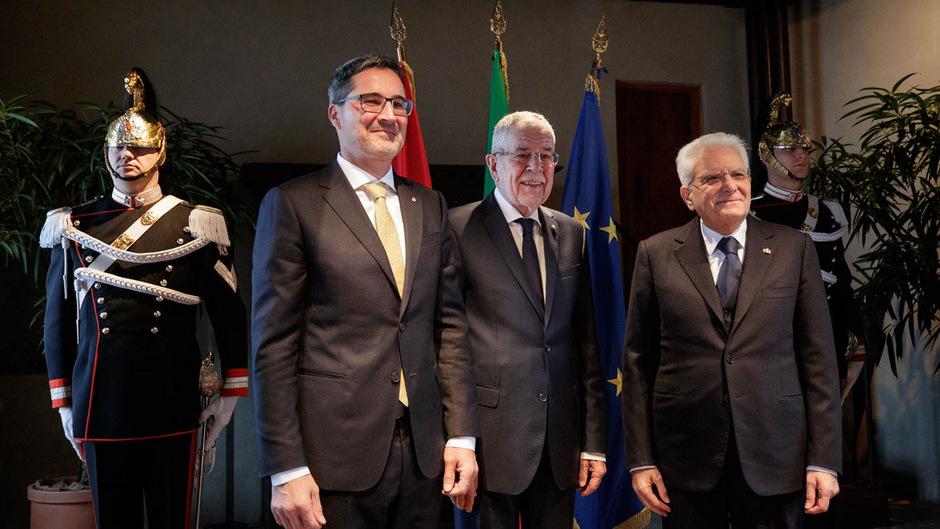 Südtirols LH Arno Kompatscher, Bundespräsident Alexander Van der Bellen und der italienische Präsident Sergio Mattarella auf Schloss Tirol bei Meran.