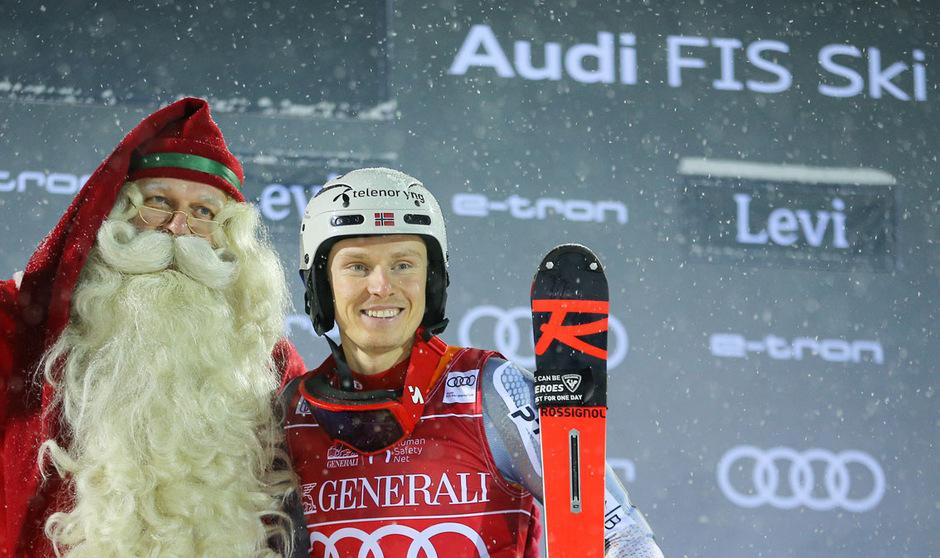 Selbst vom Weihnachtsmann gab es Gratulationen für Henrik Kristoffersen.