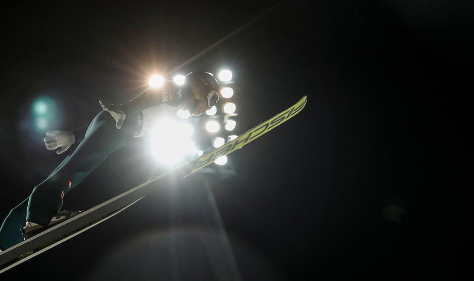 Beim Teamspringen in Wisla strahlte der Stern der ÖSV-Adler um Philipp Aschenwald am hellsten.