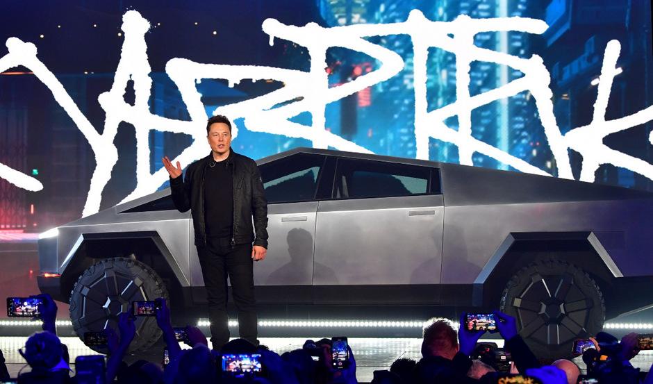 Zertrümmertes Panzerglas, wildes Design, Kursrutsch der Tesla-Aktie: Nach dem misslungenen Cybertruck-Stunt muss Konzernchef Musk Spott und Häme einstecken.