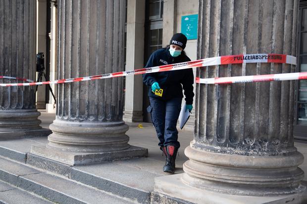 Tatortermittler versuchen, die nötigen Spuren sicherzustellen, um den Tätern schnell auf die Schliche zu kommen.