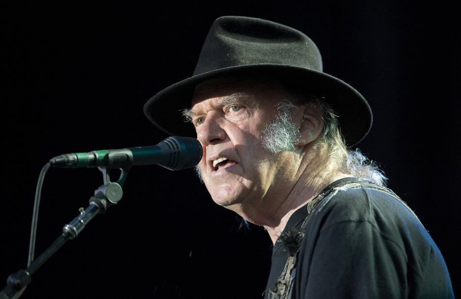 My my, hey hey! Alle mal herhören: Die musizierenden Oldtimer Neil Young und Jeff Lynne (u.) haben neues Material auf Platte gepresst.