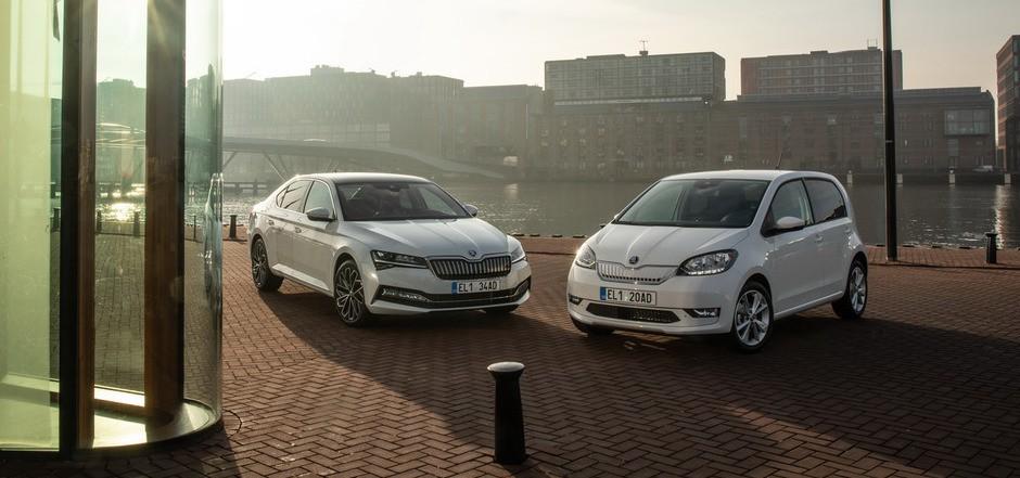 Den Citigoe iV bietet Škoda ab 21.350 Euro (abzüglich aller Förderungen ab 16.050 Euro), den Superb iV ab 44.160 Euro (als Limousine) und ab 45.070 Euro (als Combi) an.