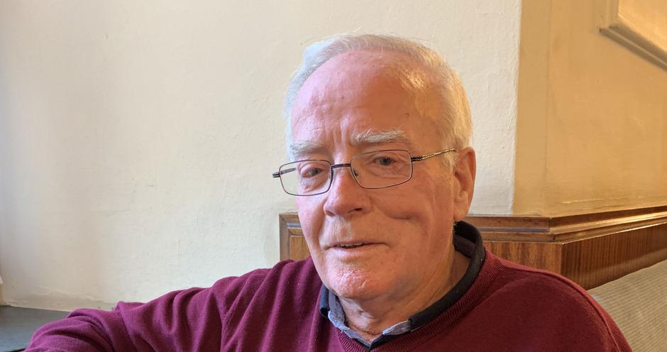 """Hans Peter Pließnig freut sich darauf, mit seinen Adventgeschichten auf Stubaier Mundart den """"Geist der Weihnacht"""" zu verbreiten."""