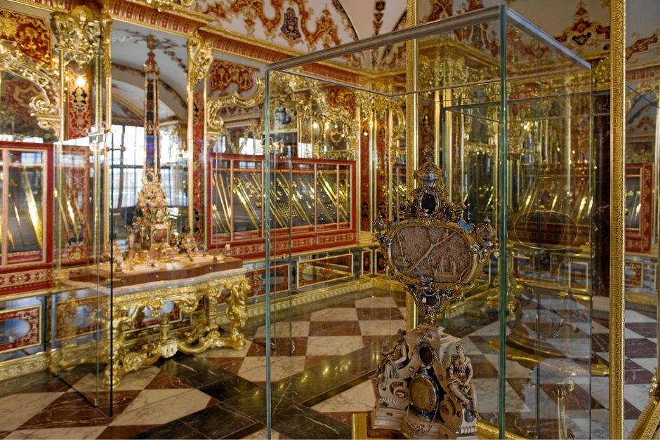 Die Schatzkammer in Dresden ist ein Tourismusmagnet, in acht Kabinetten sind etwa 3000 Kunstwerke ausgestellt.