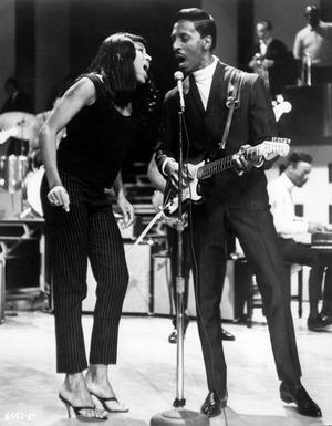 Ike und Tina Turner bei einem Auftritt in Kalifornien.