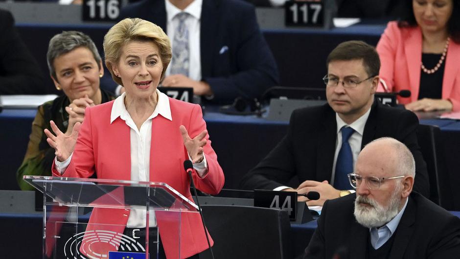 Die neue EU-Kommissionspräsidentin Ursula von der Leyen mit ihren Vizekommissionspräsidenten.