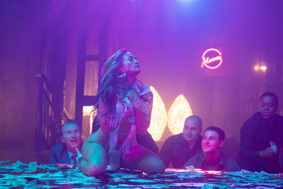 Es ist gestohlenes Geld: Jennifer Lopez kann sich als strippende Strippenzieherin Ramona Hoffnungen auf einen Oscar machen.