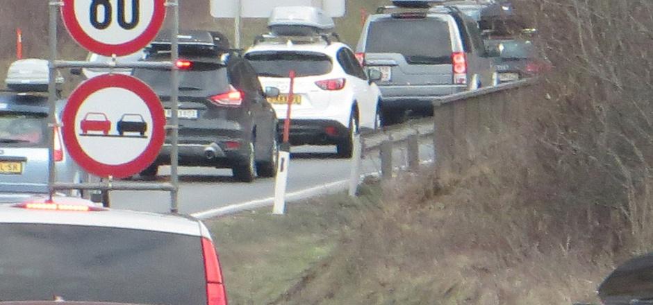 Täglich stehen nicht mehr nur am Brettfalltunnel viele Autofahrer auf den Straßen im Bezirk im Stau. (Archivbild)