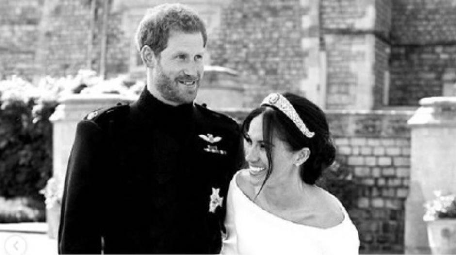 Ein ausgelassener Moment verewigt in Schwarz-Weiß: Mit diesem Foto überraschten die Royals am Mittwoch ihre Instagram-Follower.