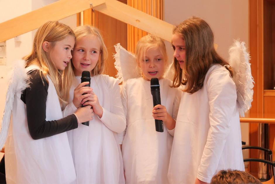 Die Engel Sophie Schiffermayr, Helena Bodner, Livia Oberhammer und Tamina Hanser (v.l.) haben Besonderes zu verkünden.