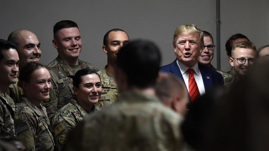 US-Präsident Donald Trump beim Truppenbesuch in der Nähe von Kabul.