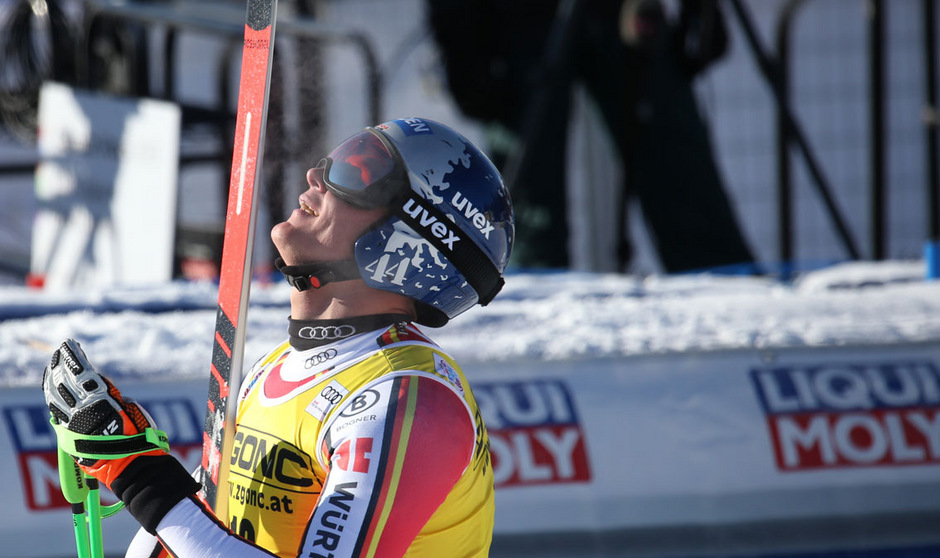 Beim Comeback gleich vorne: Thomas Dreßen konnte sein Glück im Ziel kaum fassen.