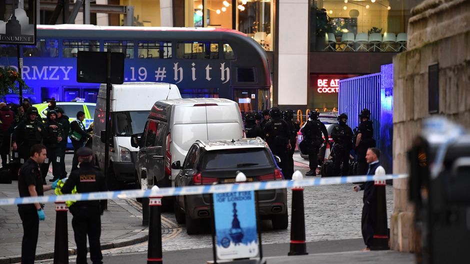 Auf der London Bridge in der britischen Hauptstadt London ist es zu einem gewaltsamen Zwischenfall gekommen.