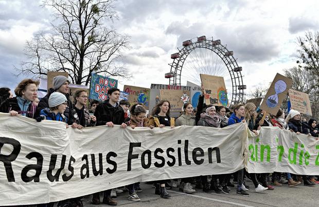 """""""Raus aus Fossilien, rein in die Zukunft"""" lautete das Motto in Wien."""