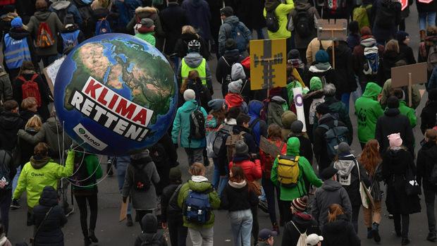 In Berlin waren mehrere zehntausende Demonstranten unterwegs.