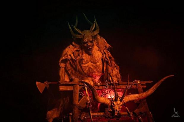 """Einer der """"Bad Devils Teis"""" in Zams."""