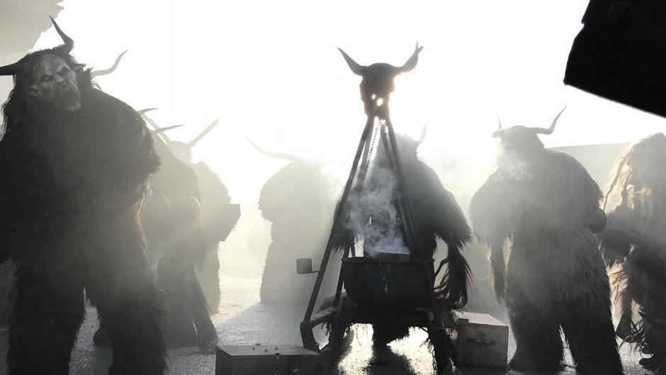 Eindrucksvolle Aufnahme des Stierkopfpass Kirchbichl beim Perchtentreff.
