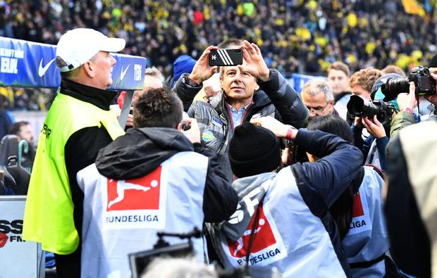 Stand vor dem Spiel im Mittelpunkt: Hertha-Coach Jürgen Klinsmann.