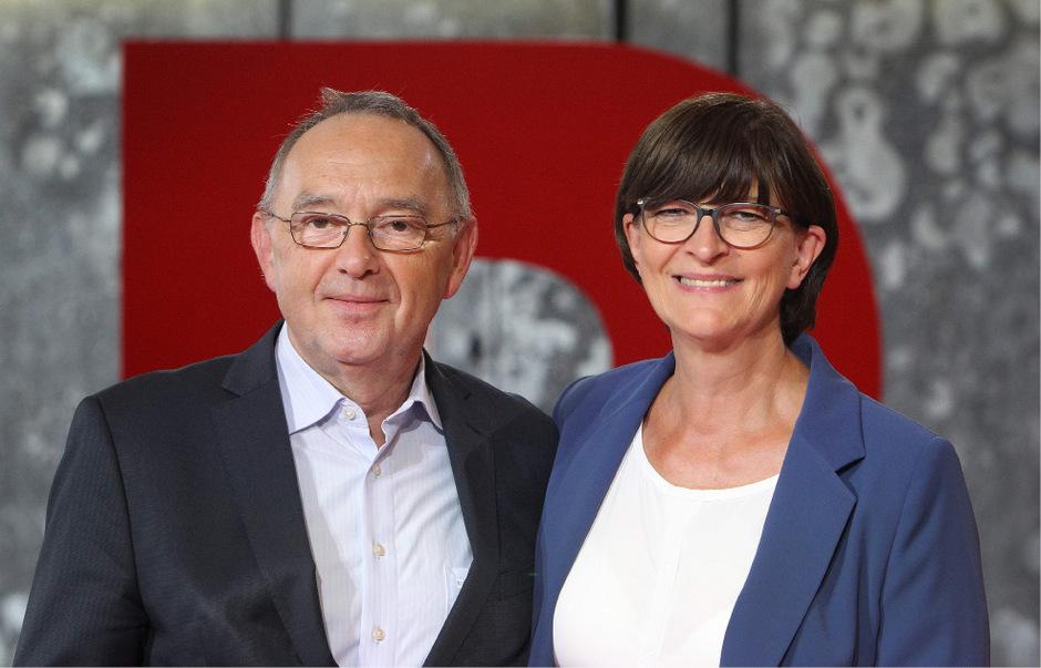 Norbert Walter-Borjans (l.) und Saskia Esken sind die neuen Vorsitzenden der SPD.