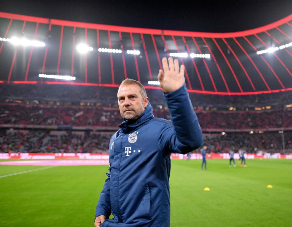 Hansi Flick muss seinen Trainersessel bei den Bayern wohl nicht so schnell räumen.