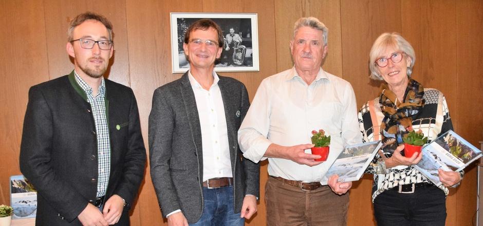 Ehrungen für 25 Jahre: Sportreferent Stefan Perterer, AV-Obmann Klaus Danzl mit Manfred Hausberger und Magdalena Trixl (v.l.).