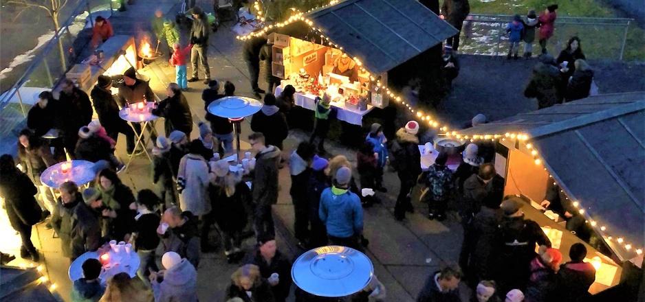 Der erste Adventmarkt in der Riefe war bestens besucht.