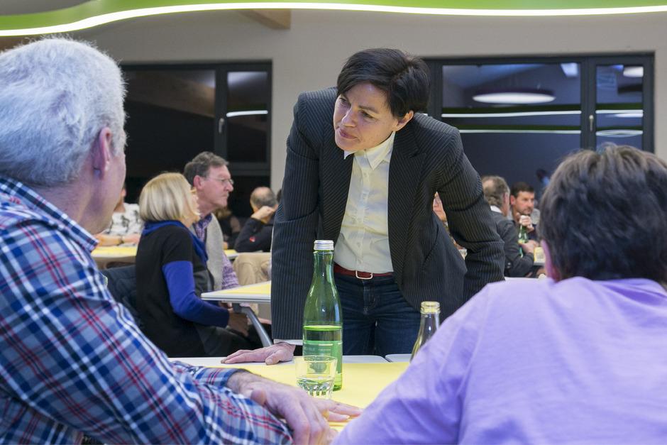 Moderatorin Marion Amort (M.) sammelte die Gedanken der Bürger in Sölden und Umhausen zum Thema Mobilität.