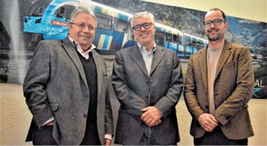 """ZVB-Aufsichtsratsvorsitzender Franz Hörl und die ZVB-Vorstände Helmut Schreiner und Wolfgang Stöhr (v. l.) setzten sich für die Umsetzung des Zillertaler Mobilitätskonzeptes ein.<span class=""""TT11_Fotohinweis"""">Foto: Dähling</span>"""