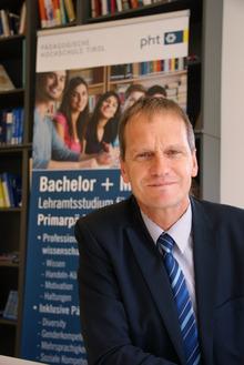 Thomas Schöpf (l.) wird weitere vier Jahre Rektor der Pädagogischen Hochschule bleiben.