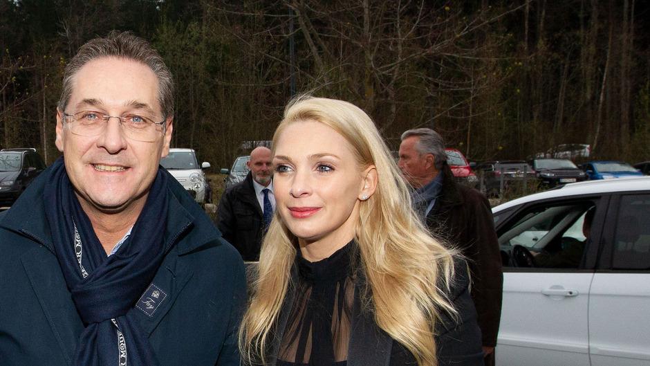 Heinz-Christian Strache urlaubt derzeit mit seiner Ehefrau und Nationalratsabgeordneter Philippa.